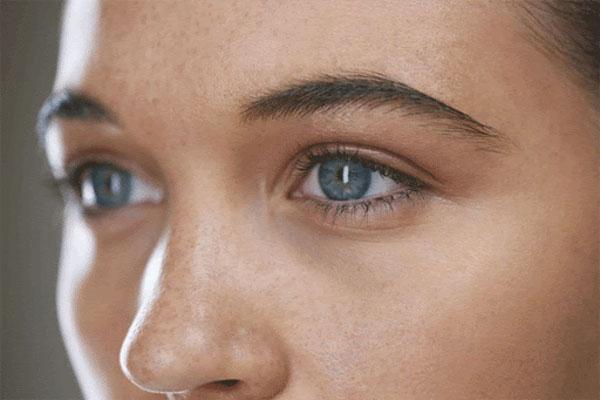 عمل جراحی آب مروارید و لنز داخل چشمی پرمیوم